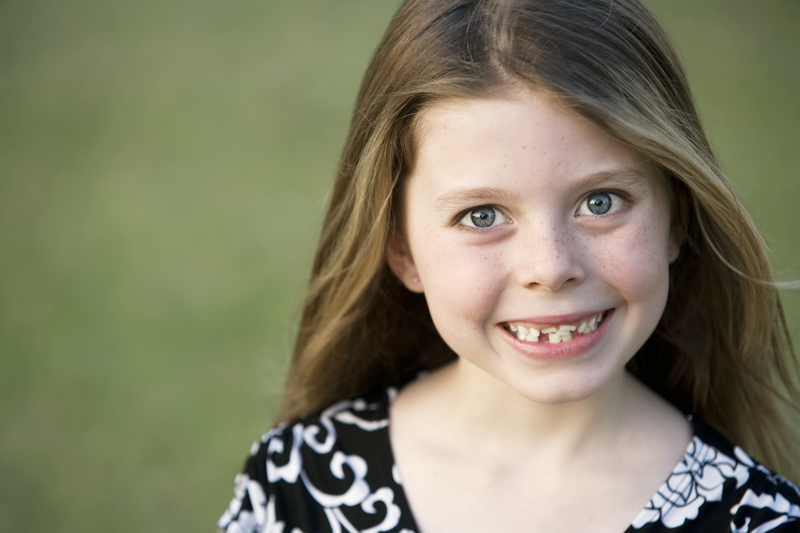 girl with crooked teeth that needs orthodontic care